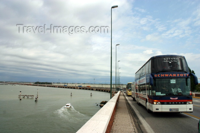 italy142: Italy - Venice: the causeway from Mestre (photo by C.Blam) - (c) Travel-Images.com - Stock Photography agency - Image Bank