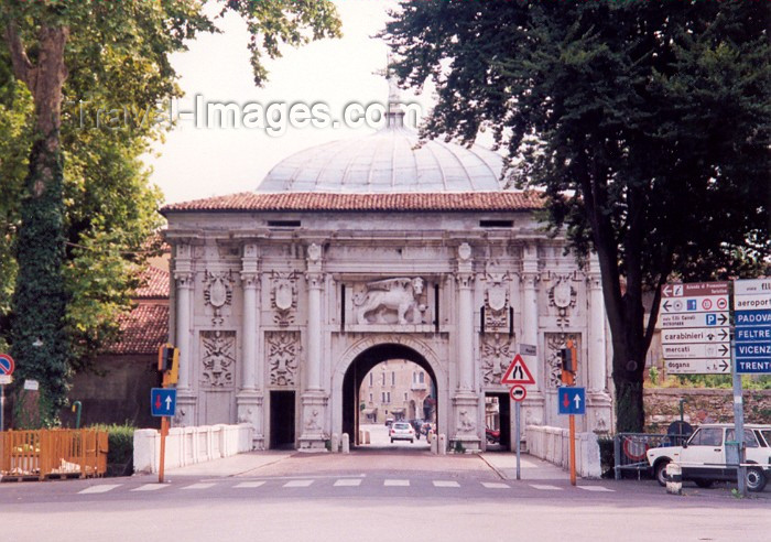 italy17: Treviso  - Venetia / Veneto, Italy: city gate - photo by M.Torres - (c) Travel-Images.com - Stock Photography agency - Image Bank