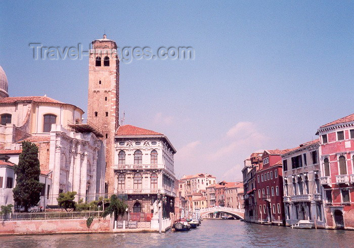 italy19: Venice / Venezia (Venetia / Veneto):  off peak on Canale de Cannaregio - ponte delle Guglie (photo by Miguel Torres) - (c) Travel-Images.com - Stock Photography agency - Image Bank
