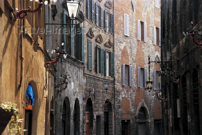 italy201: Italy / Italia - Siena (Toscany / Toscana) : Banchi di sopra (photo by M.Gunselman) - (c) Travel-Images.com - Stock Photography agency - Image Bank