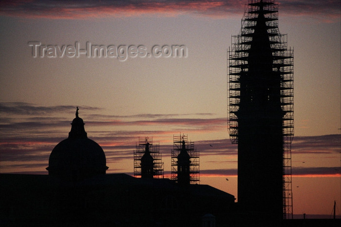 italy212: Italy / Italia - Venice / Venedig / Venecia: San Giorgio with scaffolding - at sunrise (photo by M.Gunselman) - (c) Travel-Images.com - Stock Photography agency - Image Bank