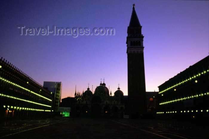 italy213: Italy / Italia - Venice: Piazza San Marco at sunrise (photo by M.Gunselman) - (c) Travel-Images.com - Stock Photography agency - Image Bank