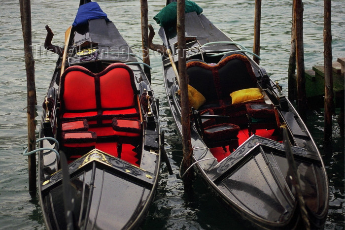 italy214: Italy / Italia - Venice: Grand Canal / Canal Grande - gondolas for hire (photo by M.Gunselman) - (c) Travel-Images.com - Stock Photography agency - Image Bank