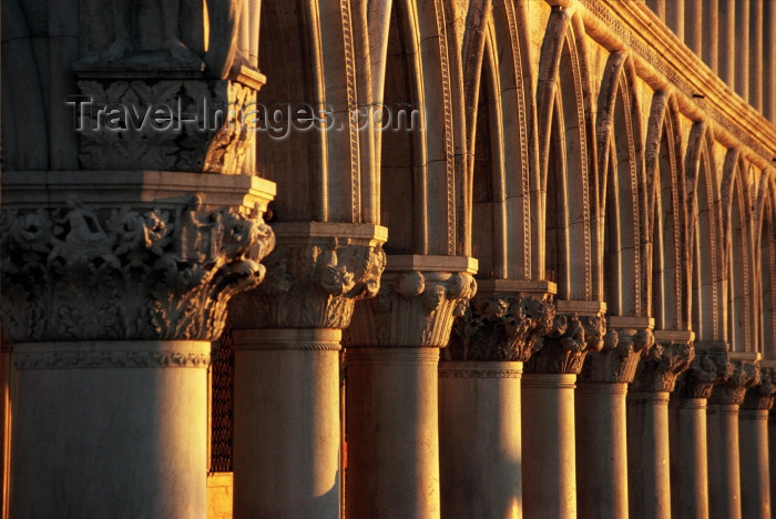 italy216: Italy / Italia - Venice: Doge's Palace - Palazzo Ducalle - columns at sunrise (photo by M.Gunselman) - (c) Travel-Images.com - Stock Photography agency - Image Bank