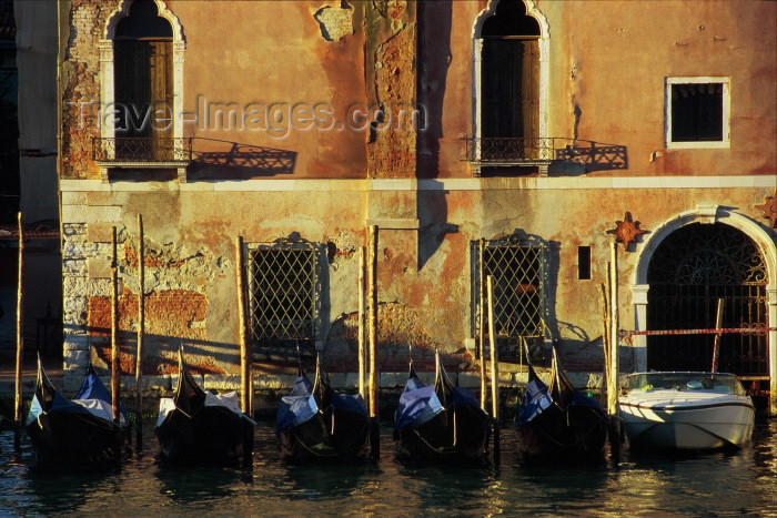 italy217: Italy / Italia - Venice: Canal Grande - gondolas - at sunrise (photo by M.Gunselman) - (c) Travel-Images.com - Stock Photography agency - Image Bank