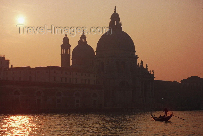 italy218: Italy / Italia - Venice: Santa Maria della Salute Church at dawn / Chiesa di Santa Maria della Salute (photo by M.Gunselman) - (c) Travel-Images.com - Stock Photography agency - Image Bank