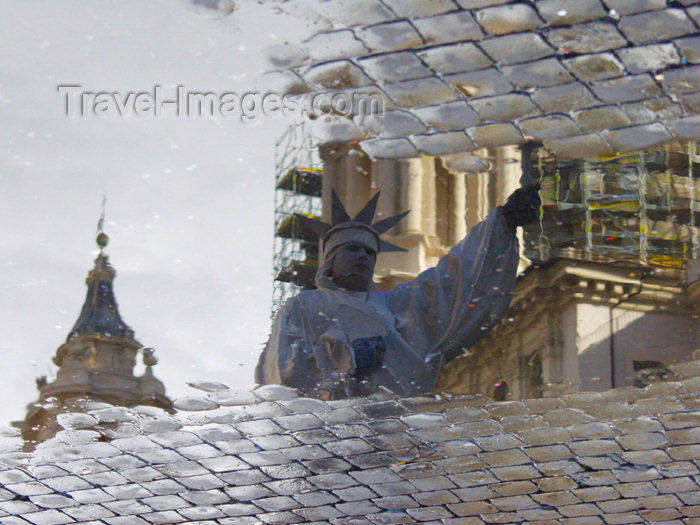 italy269: Italy / Italia - Rome: water - reflection on a puddle - statue of Liberty - pavement - photo by Emanuele Luca - (c) Travel-Images.com - Stock Photography agency - Image Bank