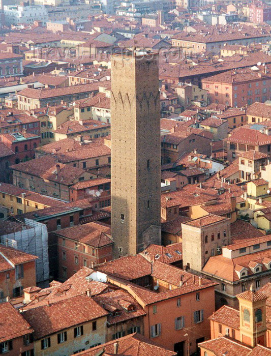 italy28: Bologna (Emilia-Romagna) / BLQ: Asinelli tower (photo by M.Torres) - (c) Travel-Images.com - Stock Photography agency - Image Bank