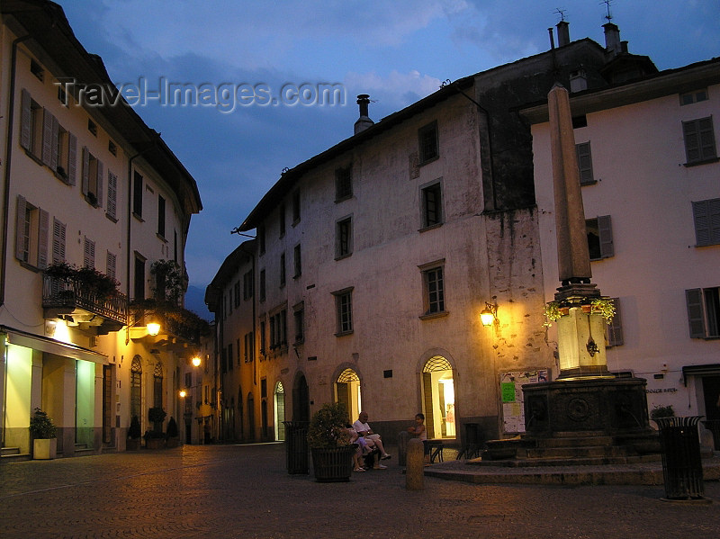 italy347: Italy - Teglio, Sondrio province, Lombardy: nocturnal - photo by J.Kaman - (c) Travel-Images.com - Stock Photography agency - Image Bank