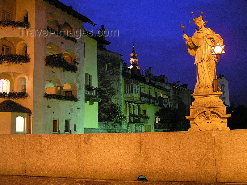 italy349: Italy - Chiavenna, Sondrio province, Lombardy: saint with Jewish lantern - photo by J.Kaman - (c) Travel-Images.com - Stock Photography agency - Image Bank