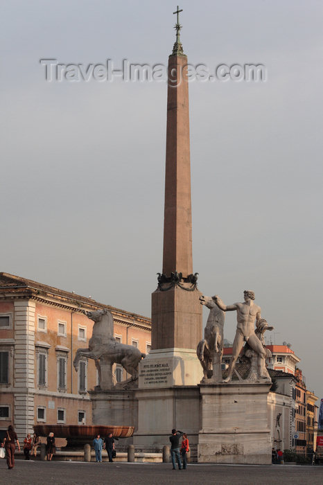 italy366: Rome, Italy - Castor and Pollux - fountain and obelisk - Palazzo del Quirinale - photo by A.Dnieprowsky / Travel-images.com - (c) Travel-Images.com - Stock Photography agency - Image Bank