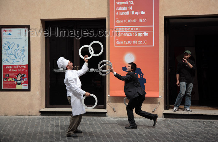 italy372: Rome, Italy - street jugglers  - photo by A.Dnieprowsky / Travel-images.com - (c) Travel-Images.com - Stock Photography agency - Image Bank