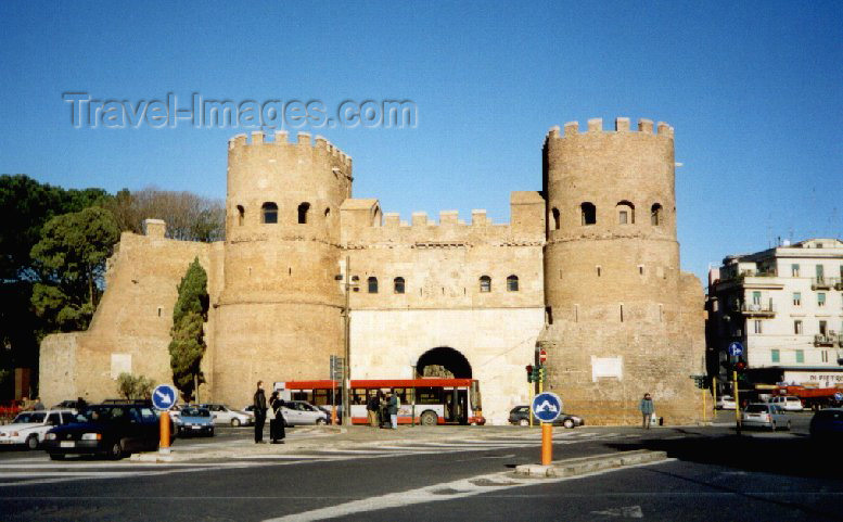 italy38: Italy / Italia - Rome / Roma / FCO / CIA (Lazio): St Paul's Gate - Porta San Paolo - Aurelian Walls of Rome - Ostiense Museum - photo by M.Torres - (c) Travel-Images.com - Stock Photography agency - Image Bank