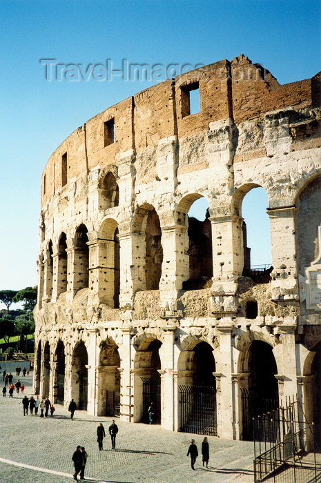 italy39: Italy / Italia - Rome / Roma / FCO / CIA (Lazio): the Roman Coliseum - Colloseum - Historic Centre of Rome - Unesco world heritage site - photo by M.Torres - (c) Travel-Images.com - Stock Photography agency - Image Bank