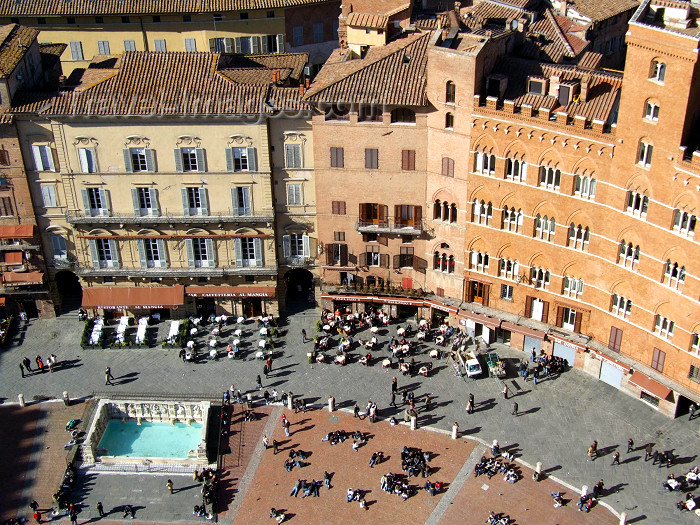 italy397: Italy / Italia - Siena (Toscany / Toscana) / FLR : on Piazza del Campo - Unesco world heritage site - photo by M.Bergsma - (c) Travel-Images.com - Stock Photography agency - Image Bank