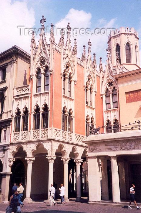 italy4: Padua / Padova / QPA  - Venetia / Veneto, Italy: Gothic - Via Romani - photo by M.Torres - (c) Travel-Images.com - Stock Photography agency - Image Bank