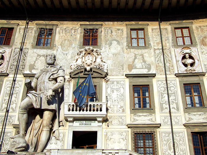 italy406: Pisa, Tuscany - Italy: statue of Cosimo I de' Medici, Grand Duke of Tuscany, in front of Palazzo della Carovana dei Cavalieri - Scuola Normale Superiore - Piazza dei Cavalieri - photo by M.Bergsma - (c) Travel-Images.com - Stock Photography agency - Image Bank
