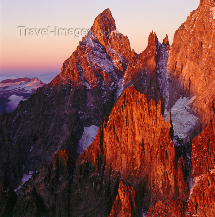 italy428: Italy - Aiguille Noire de Peuterey - Valle d'Aosta: 3773 m tall granite mountain in the Mont Blanc massif - part of the Peuterey ridge - Graian Alps - photo by W.Allgower - (c) Travel-Images.com - Stock Photography agency - Image Bank