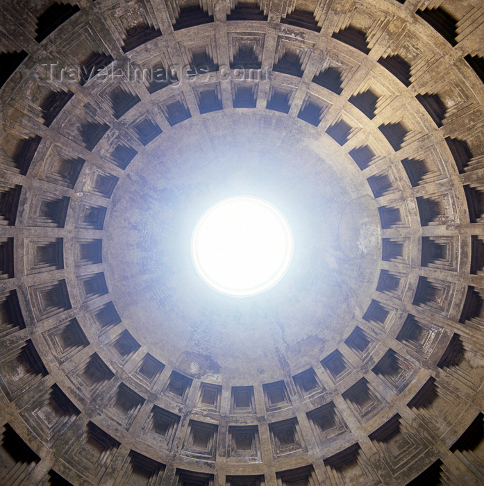 italy429: Italy - Rome, Lazio: the Pantheon - the concrete dome with oculus designed by Apollodorus of Damascus - photo by W.Allgower - (c) Travel-Images.com - Stock Photography agency - Image Bank