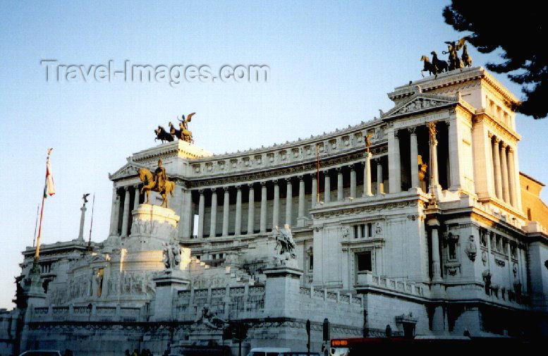 italy43: Italy / Italia - Rome: Monumento Nazionale a Vittorio Emanuele II - Vittoriano - Altare della Patria - designed by Giuseppe Sacconi - photo by M.Torres - (c) Travel-Images.com - Stock Photography agency - Image Bank