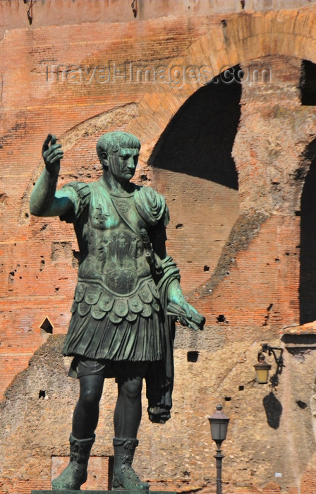 italy465: Rome, Italy: Via dei Fori Imperiali - Statue of Trajan by the Roman Forum - photo by M.Torres - (c) Travel-Images.com - Stock Photography agency - Image Bank