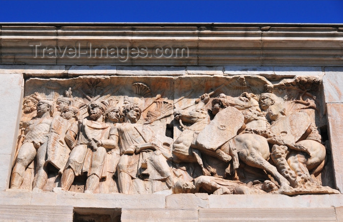italy470: Rome, Italy: Arch of Constantine - frieze - remnants of the Great Trajanic Frieze used to celebrate the Battle of Milvian Bridge, Constantine's victory over Maxentius - attic, east - photo by M.Torres - (c) Travel-Images.com - Stock Photography agency - Image Bank