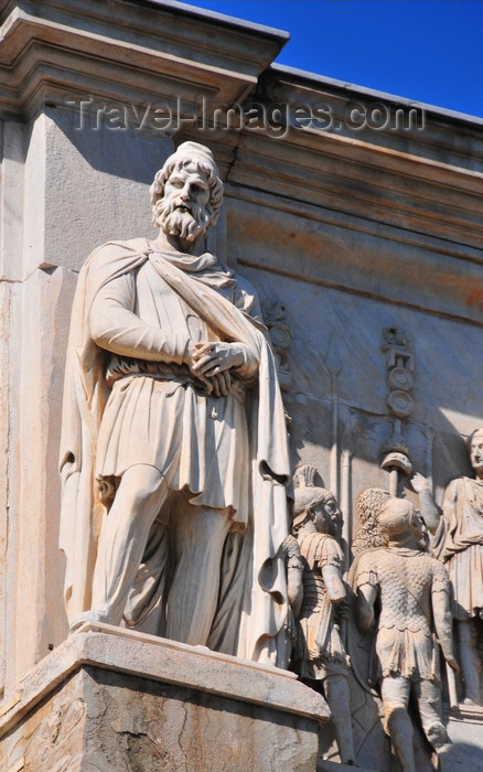 italy471: Rome, Italy: Arch of Constantine - statue of Dacian prisoner from the times of Trajan - cornice around the attic - photo by M.Torres - (c) Travel-Images.com - Stock Photography agency - Image Bank