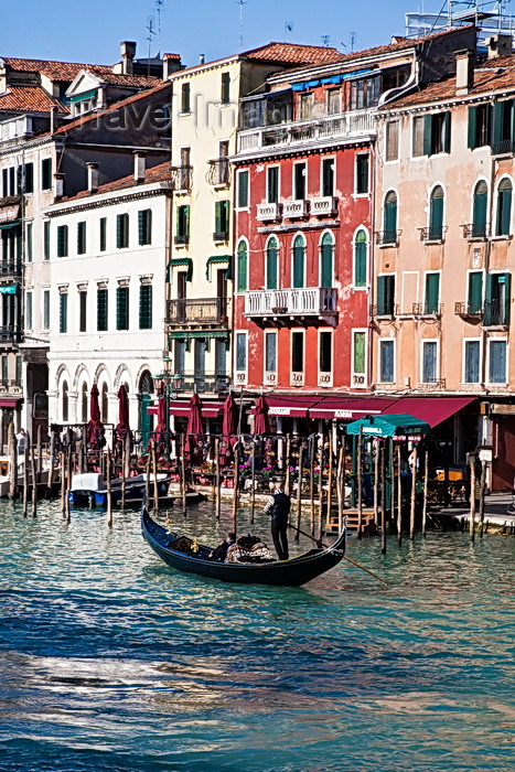 italy491: View from Rialto Bridge, Gondola on the Grand Canal, Venice. - photo by A.Beaton - (c) Travel-Images.com - Stock Photography agency - Image Bank