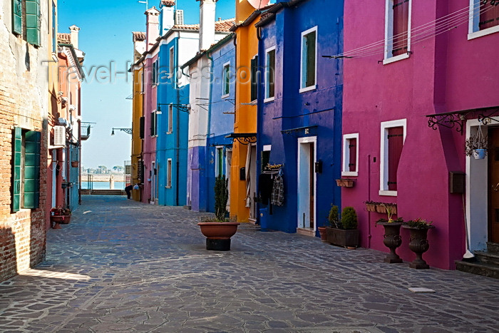 italy502: V07-Laneway in Burano - photo by A.Beaton - (c) Travel-Images.com - Stock Photography agency - Image Bank