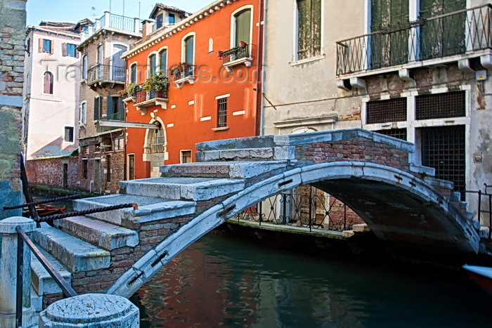 italy543: Ponte de Chiodo, Venice - photo by A.Beaton - (c) Travel-Images.com - Stock Photography agency - Image Bank