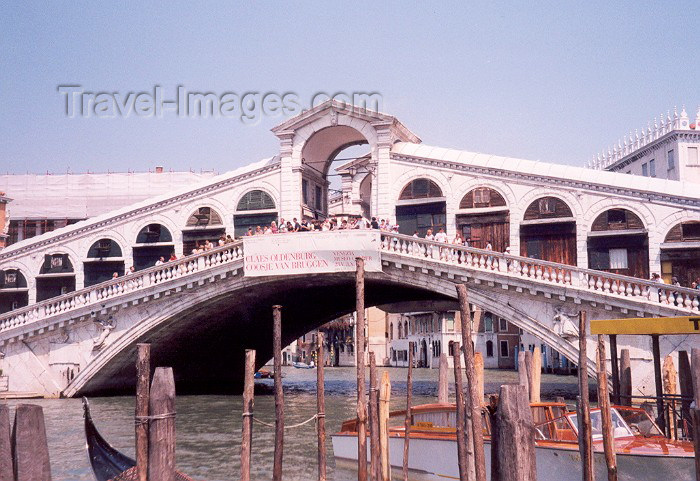 italy62: Venice / Venezia / VCE - (Venetia / Veneto): Grand Canal - Rialto bridge (photo by Miguel Torres) - (c) Travel-Images.com - Stock Photography agency - Image Bank