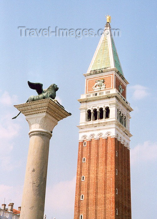 italy63: Venice / Venezia / Veneza (Venetia / Veneto) / VCE : Piazza San Marco - the Venetian winged lion and the campanile (photo by Miguel Torres) - (c) Travel-Images.com - Stock Photography agency - Image Bank