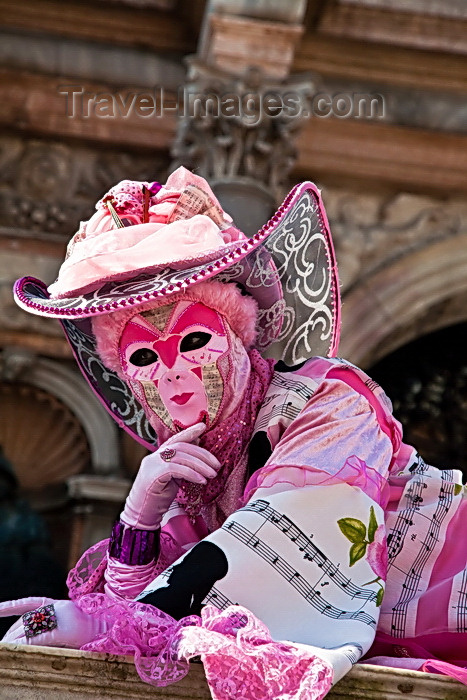 italy71: Carnival participant with Carnival costume in Piazza San Marco, Venice - photo by A.Beaton - (c) Travel-Images.com - Stock Photography agency - Image Bank