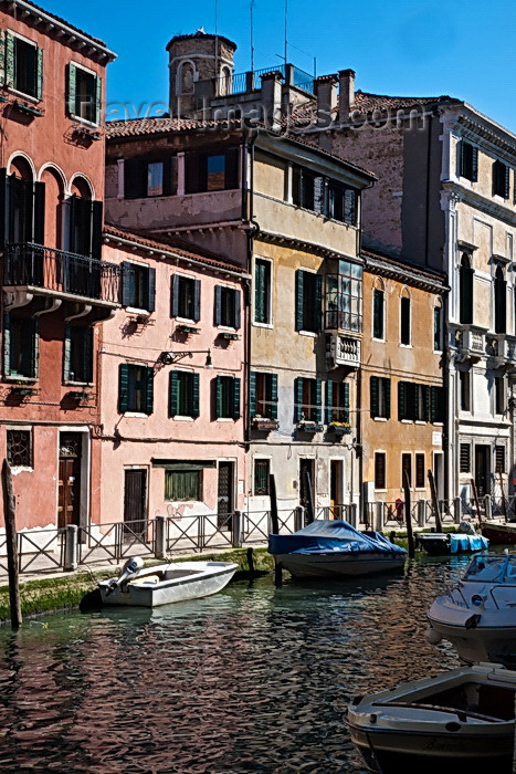 italy89: Venice, Italy: In Canneregio - photo by A.Beaton - (c) Travel-Images.com - Stock Photography agency - Image Bank