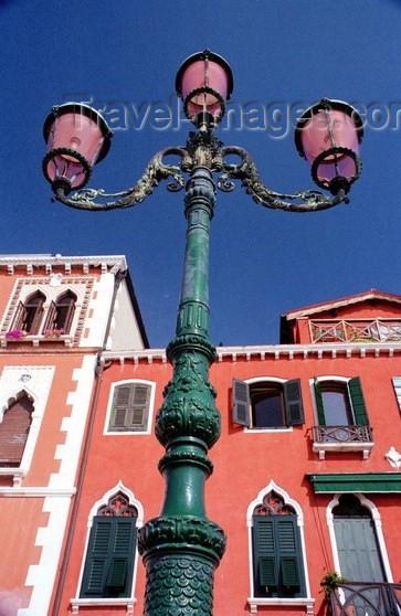 italy99: Italy - Venice / Venezia (Venetia / Veneto) / VCE : typical venetian architecture - façades and lamp post (photo by J.Kaman) - (c) Travel-Images.com - Stock Photography agency - Image Bank