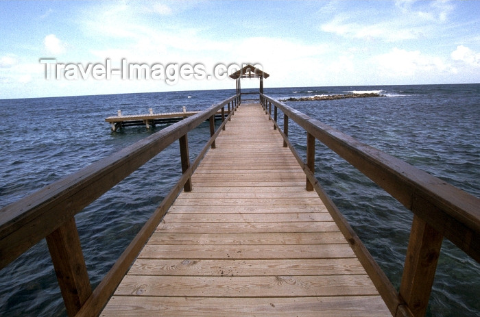 jamaica13: Jamaica - Montego Bay: a pier and the Caribbean sea (photo by Francisca Rigaud) - (c) Travel-Images.com - Stock Photography agency - Image Bank