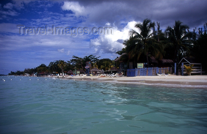 jamaica28: Jamaica - Negril: beach seen from the sea - photo by T.Brown - (c) Travel-Images.com - Stock Photography agency - Image Bank