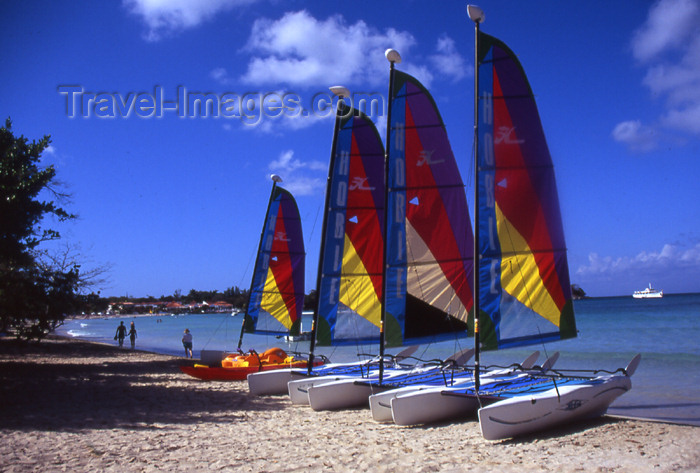 jamaica33: Jamaica - Negril: line of catamarans - 7-Mile Beach - sails - photo by T.Brown - (c) Travel-Images.com - Stock Photography agency - Image Bank