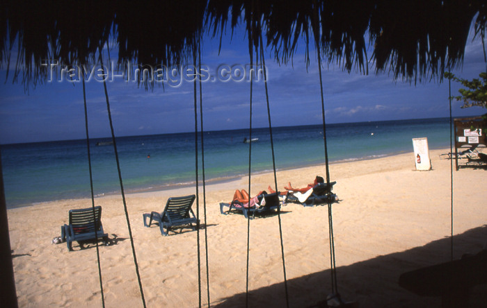 jamaica39: Jamaica - Negril: resort life - tourists soaking up the sun - Long Bay - photo by T.Brown - (c) Travel-Images.com - Stock Photography agency - Image Bank