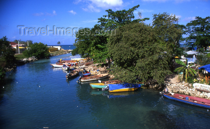 jamaica40: Jamaica - Negril: South Negril river meets the Caribbean Sea - estuary - photo by T.Brown - (c) Travel-Images.com - Stock Photography agency - Image Bank