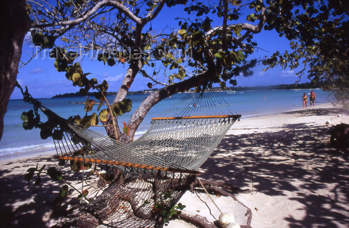 jamaica43: Jamaica - Negril: hammock under tree - photo by T.Brown - (c) Travel-Images.com - Stock Photography agency - Image Bank