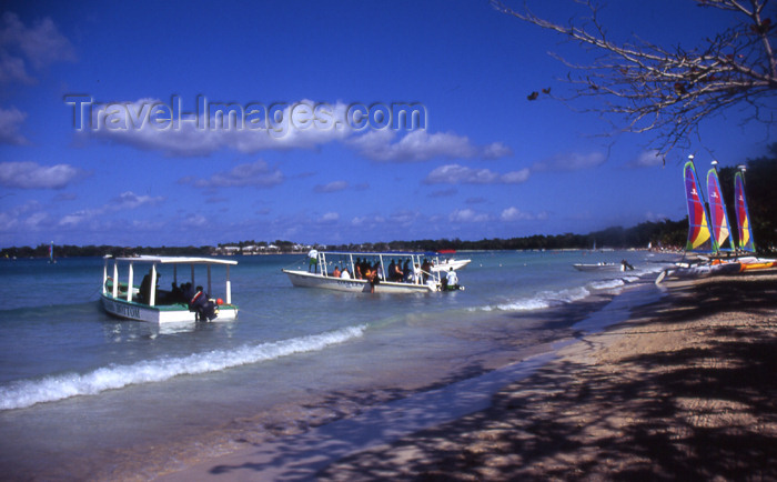 jamaica45: Jamaica - Negril: boats with tourists - photo by T.Brown - (c) Travel-Images.com - Stock Photography agency - Image Bank