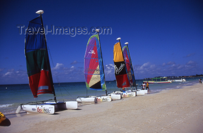 jamaica48: Jamaica - Negril: line of catamarans - beach scene - photo by T.Brown - (c) Travel-Images.com - Stock Photography agency - Image Bank