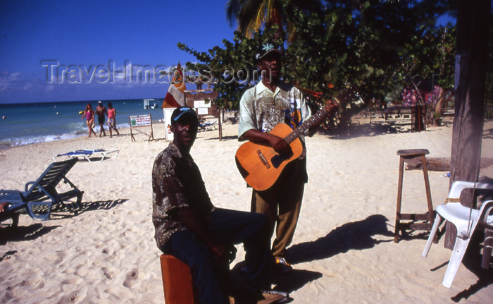 jamaica49: Jamaica - Negril: Jamaican musicians to entertain those on vacation - photo by T.Brown - (c) Travel-Images.com - Stock Photography agency - Image Bank