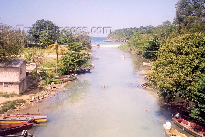 jamaica8: Jamaica: into the Caribbean sea - estuary (photo by Miguel Torres) - (c) Travel-Images.com - Stock Photography agency - Image Bank