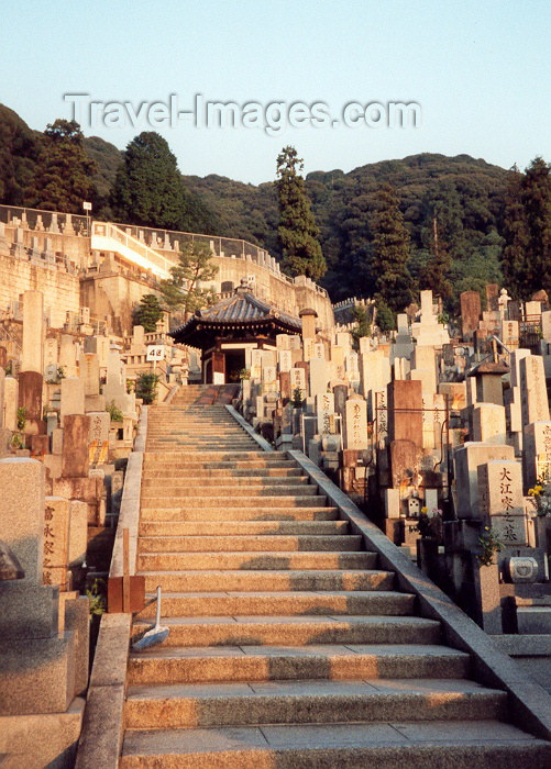 japan3: Japan - Kyoto (Honshu island): resting on the hill - cemetery - photo by M.Torres - (c) Travel-Images.com - Stock Photography agency - Image Bank