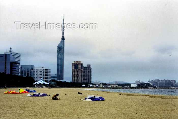 japan46: Japan - Fukuoka - island of Kyushu: beach and tower - photo by S.Lapides - (c) Travel-Images.com - Stock Photography agency - Image Bank