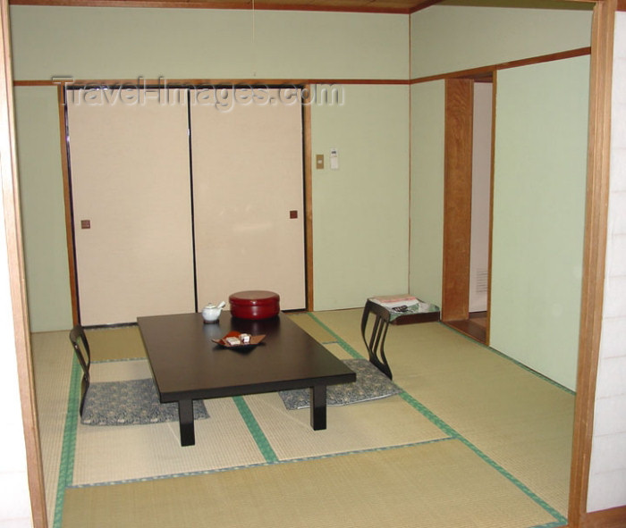 japan51: Japan (Honshu island) Gora: Ryokan room with tatami - traditonal Jspanese inn - reed floor - photo by G.Frysinger - (c) Travel-Images.com - Stock Photography agency - Image Bank