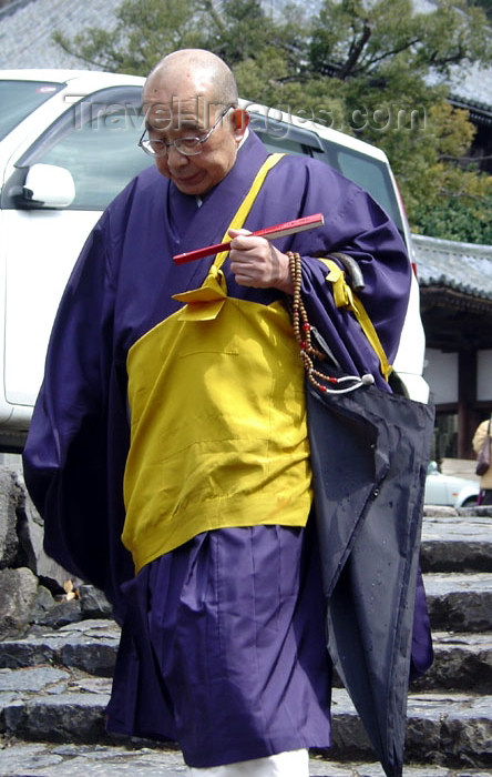 japan66: Japan (Honshu island) - Nara: priest with fan and beads - photo by G.Frysinger - (c) Travel-Images.com - Stock Photography agency - Image Bank