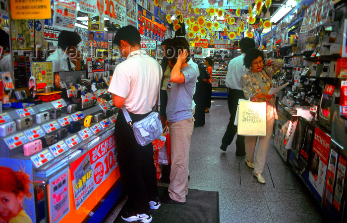 japan77: Electronics shop, Tokyo, Japan. photo by B.Henry - (c) Travel-Images.com - Stock Photography agency - Image Bank